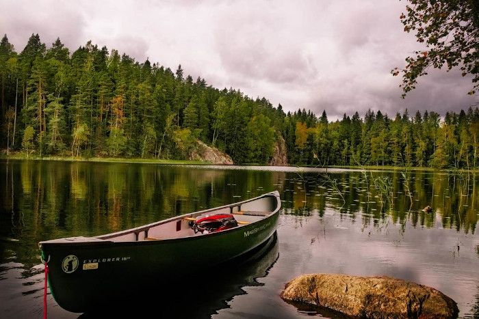 krajobraz Finlandii - łódka najeziorze