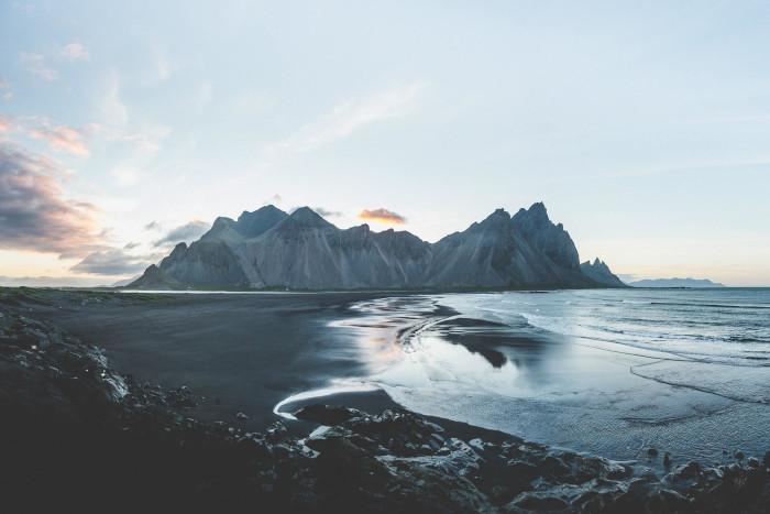 krajobraz Islandii - morze, góry